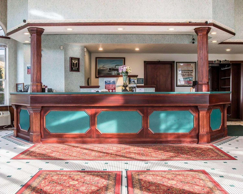Lobby - Clarion Hotel Beachfront Mackinaw City