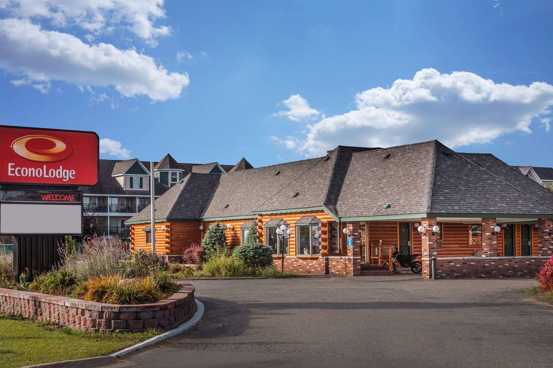 Exterior view - Econo Lodge Mackinaw City