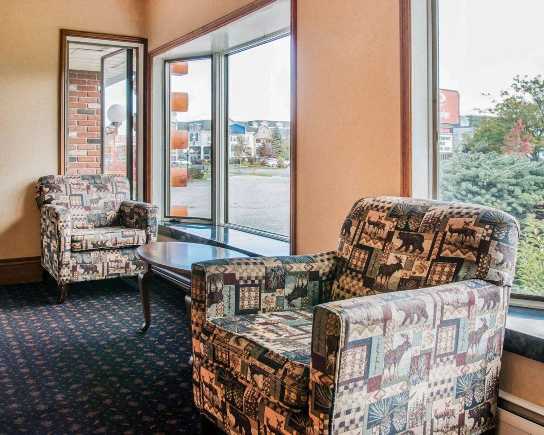 Lobby - Econo Lodge Mackinaw City