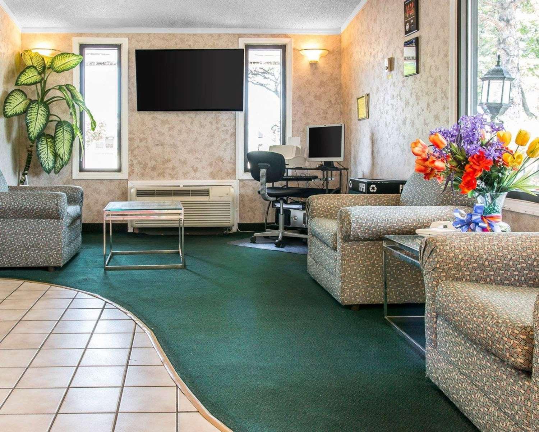 Lobby - Rodeway Inn Madison Heights