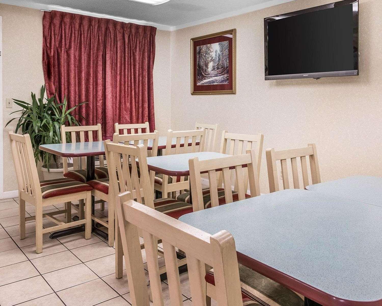 Restaurant - Rodeway Inn Madison Heights