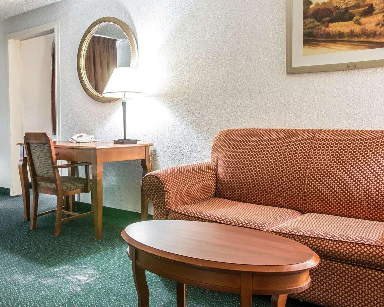 Suite - Econo Lodge Kalamazoo