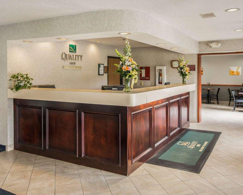 Lobby - Quality Inn & Suites Dundee