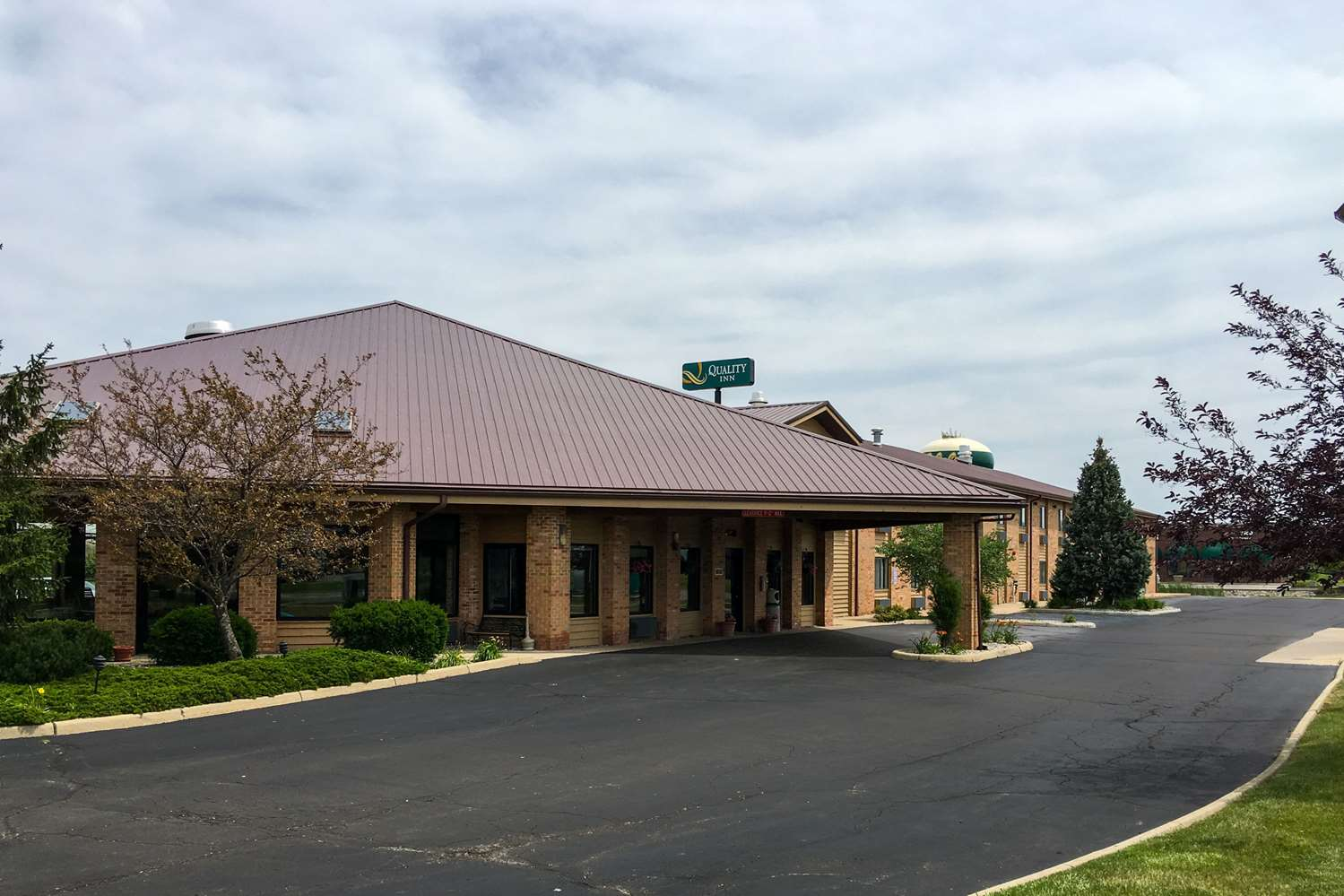 Exterior view - Quality Inn & Suites Dundee