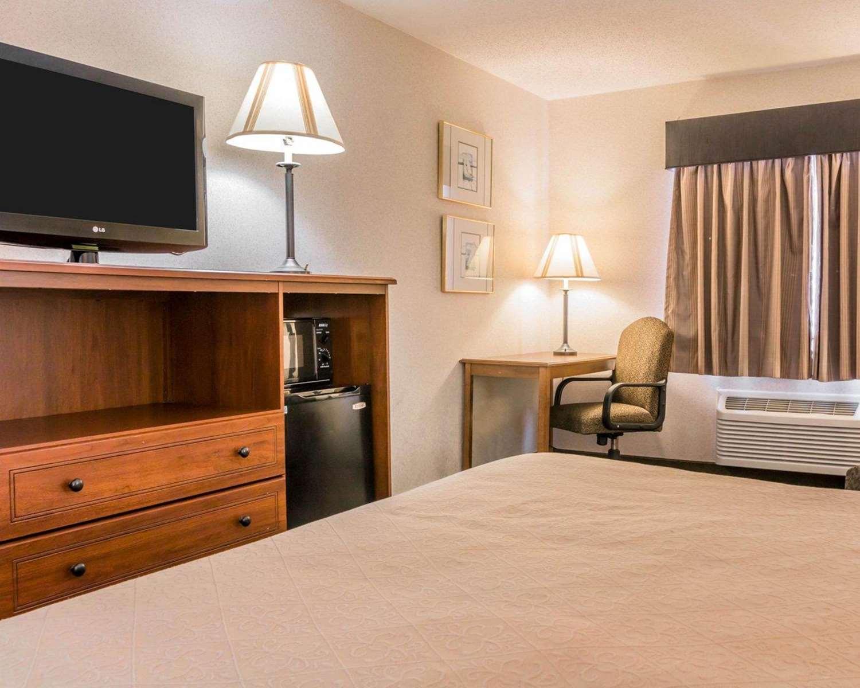 Room - Quality Inn Walker