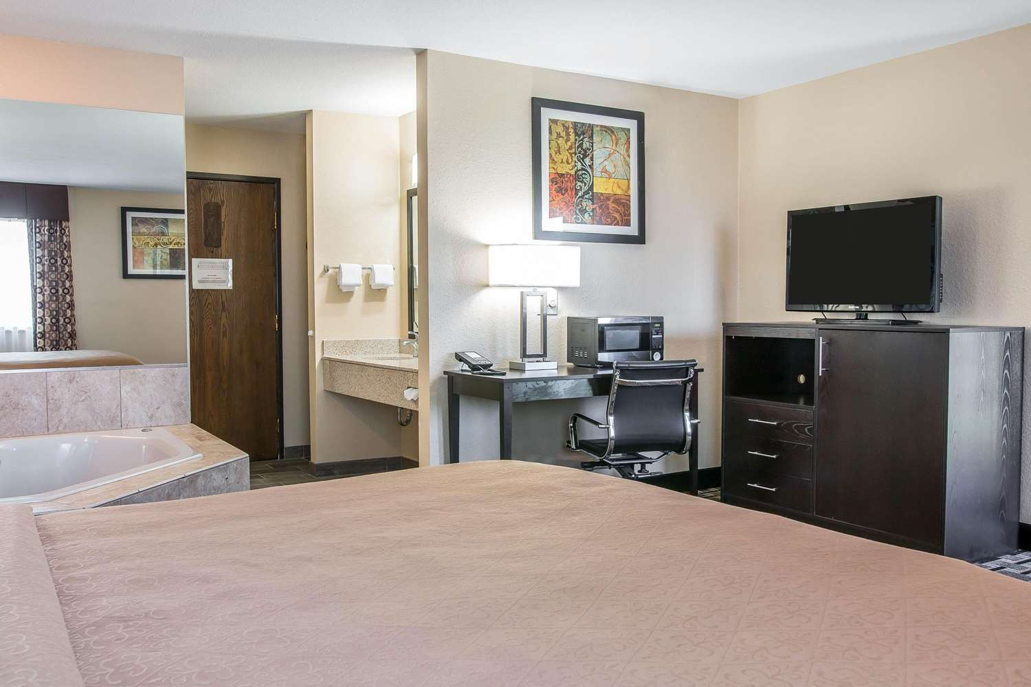 Suite - Quality Inn Byron Center Grand Rapids