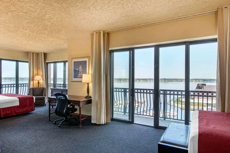Suite - Shoreline Inn & Conference Center Muskegon