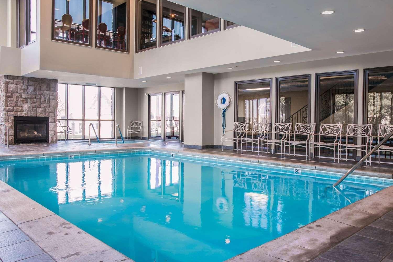 Pool - Shoreline Inn & Conference Center Muskegon