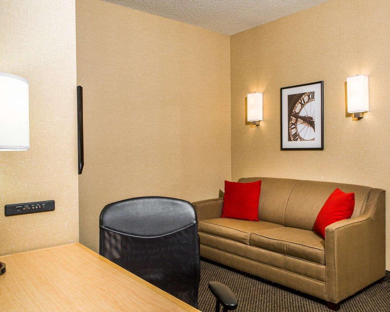Room - Cambria Hotel Traverse City