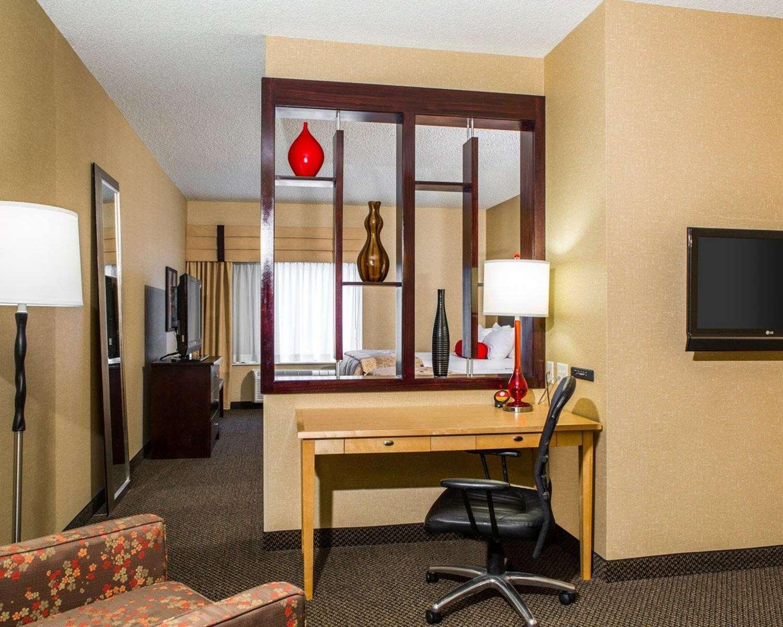 Room - Cambria Suites Traverse City Airport