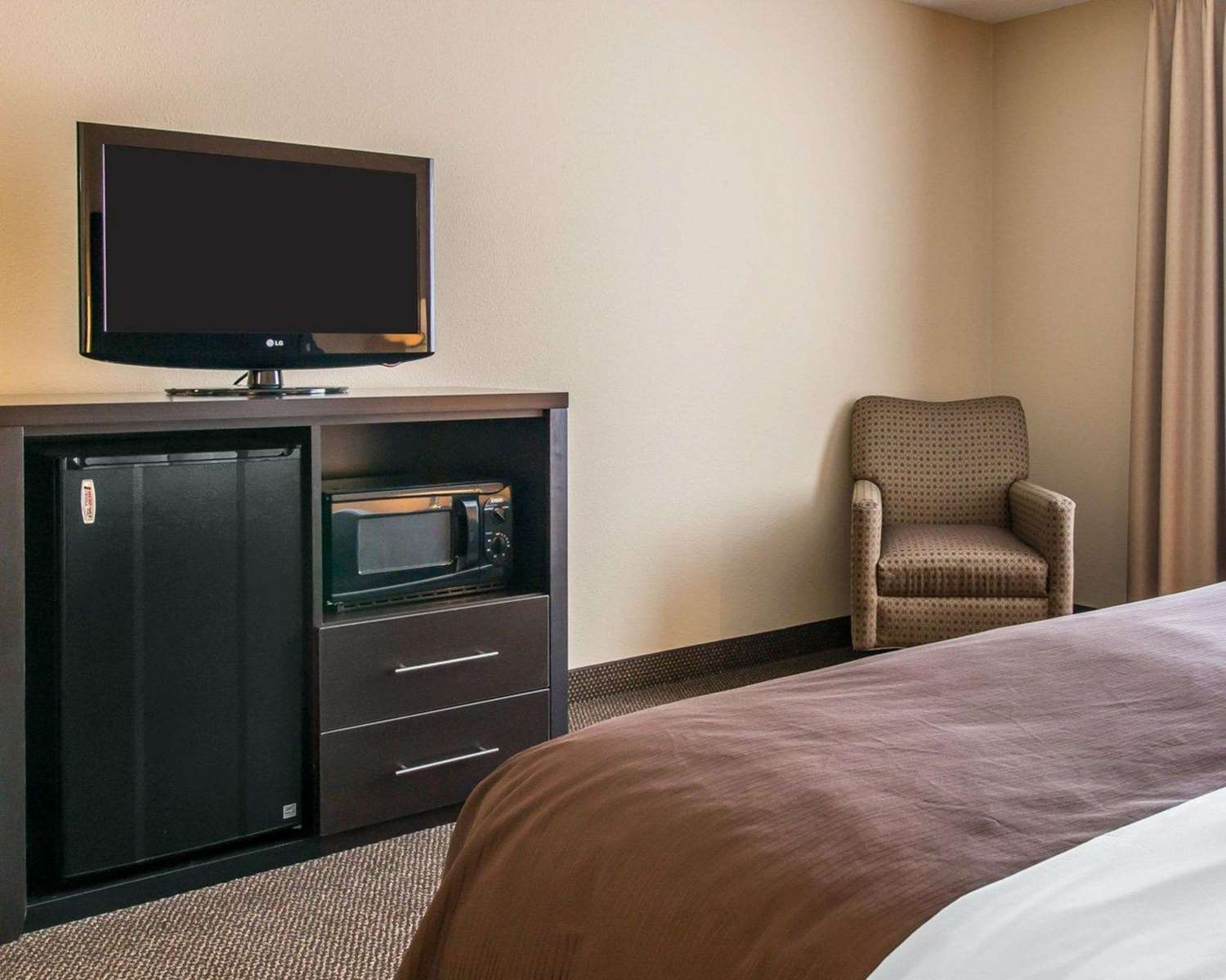 Room - Quality Inn & Suites Niles