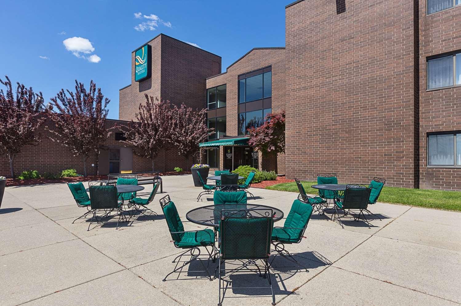 Exterior view - Quality Suites Lansing