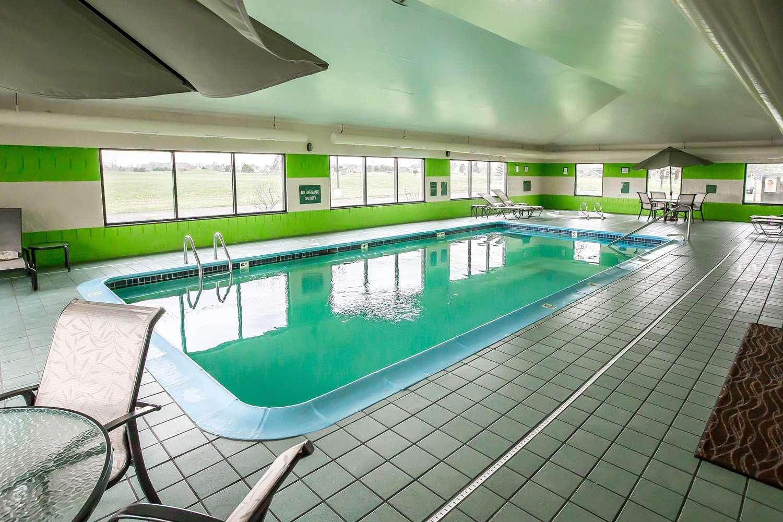 Pool - Econo Lodge Inn & Suites Monroe
