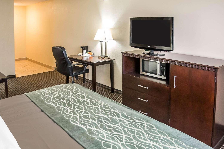 Room - Econo Lodge Inn & Suites Monroe