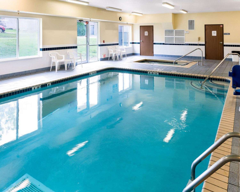 Pool - Quality Inn Lakeville