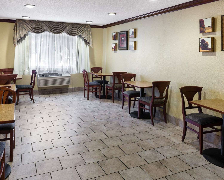 Restaurant - Quality Inn Lakeville