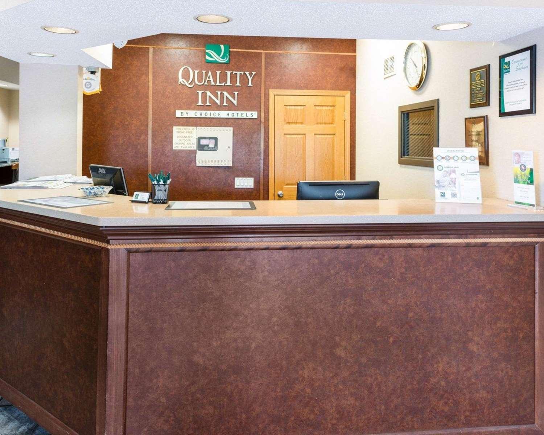 Lobby - Quality Inn Lakeville
