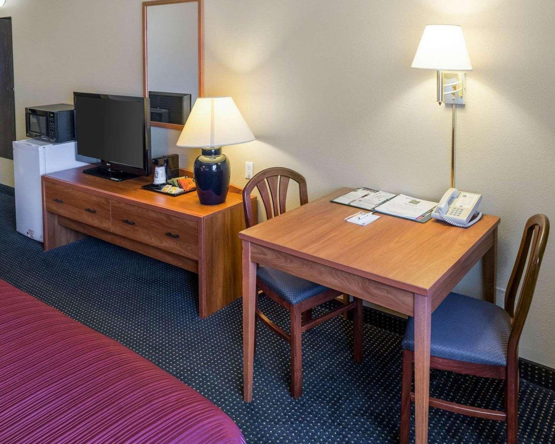 Room - Quality Inn Lakeville