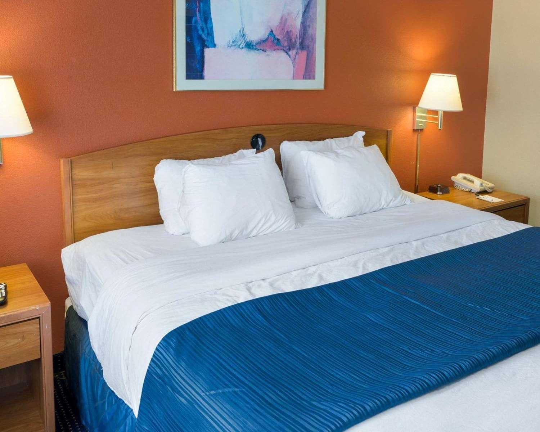Suite - Quality Inn Lakeville