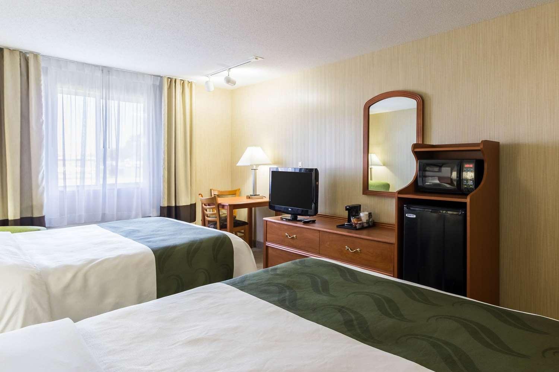 Room - Quality Inn & Suites Marshall