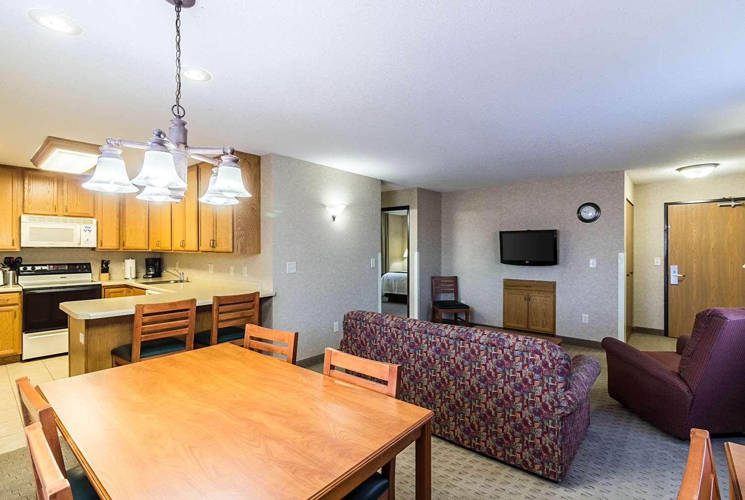 Suite - Quality Inn & Suites Marshall