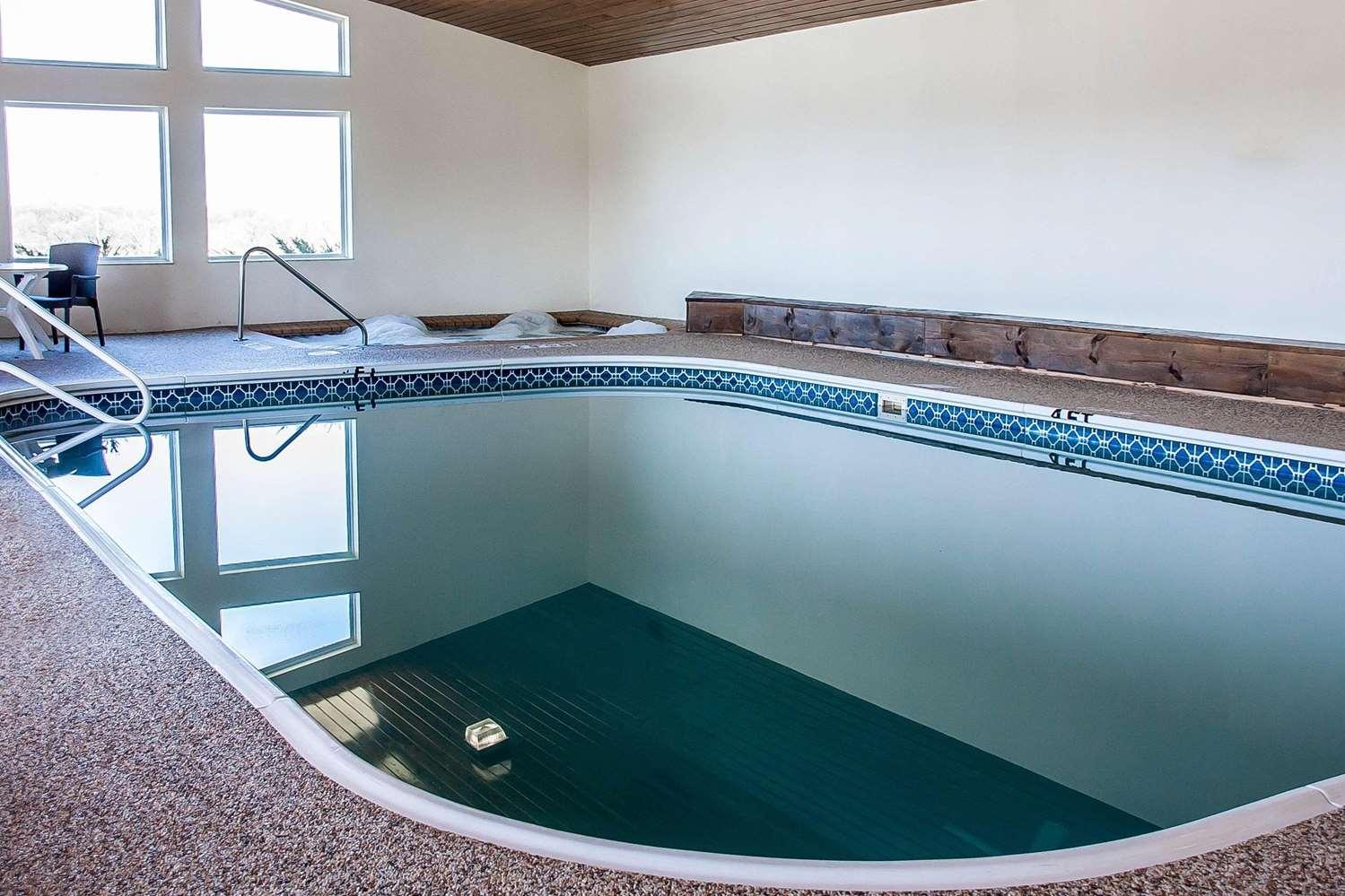 Pool - Comfort Inn Fergus Falls