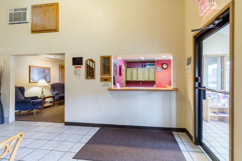 Lobby - Rodeway Inn Red Wing
