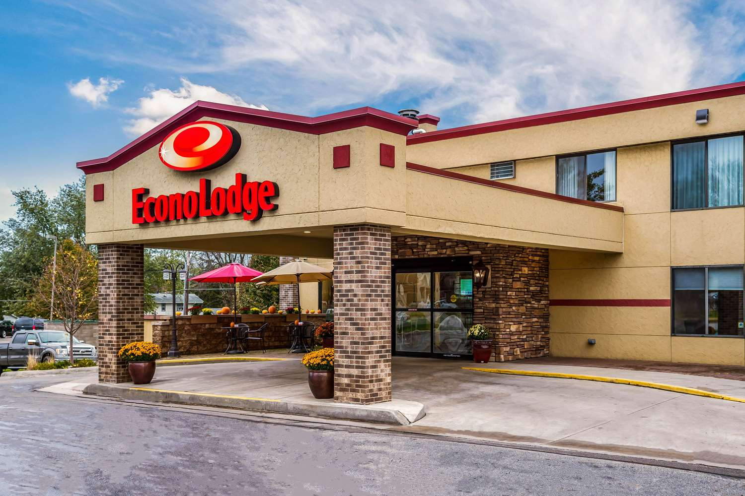 Exterior view - Econo Lodge South Rochester