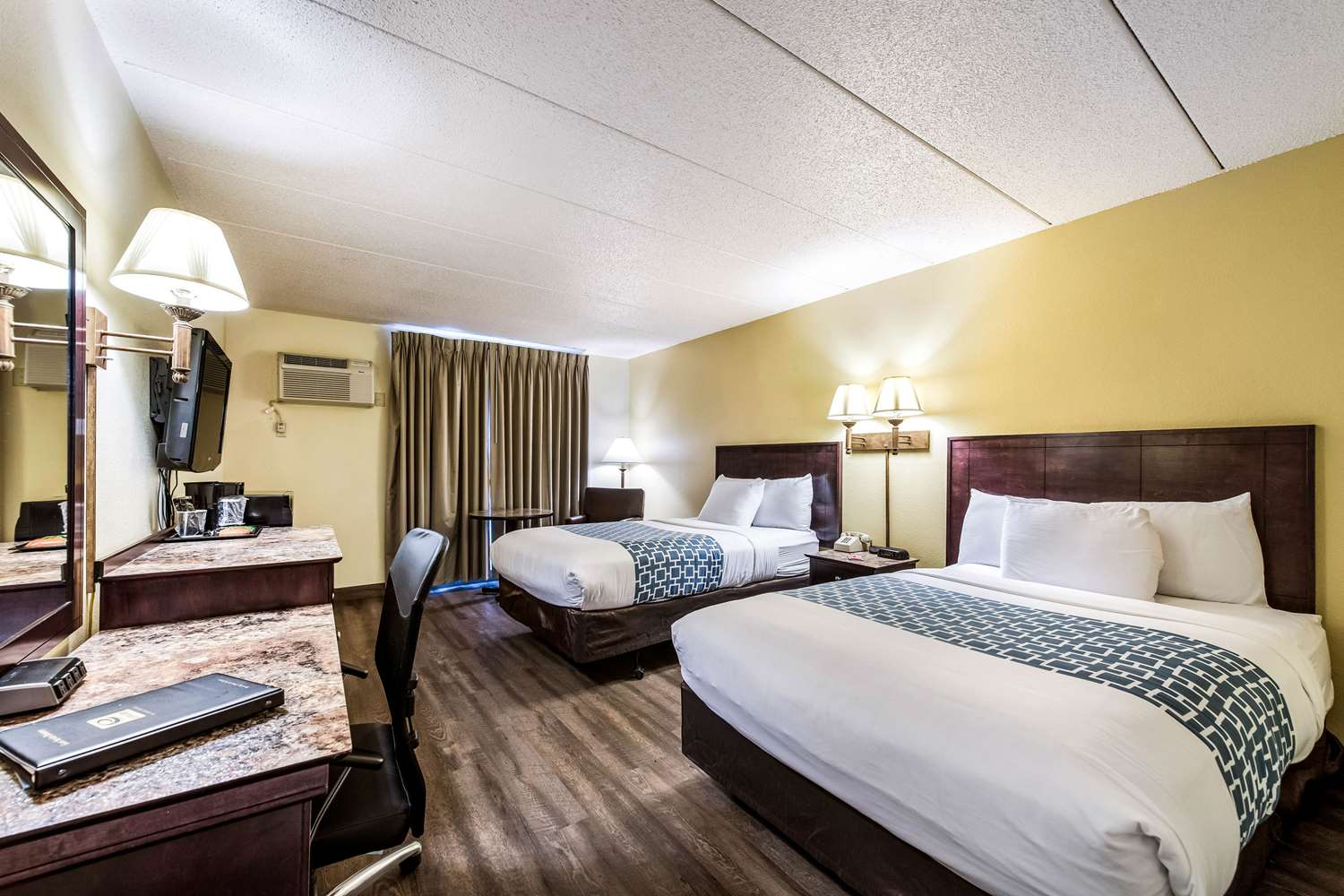 Room - Econo Lodge South Rochester
