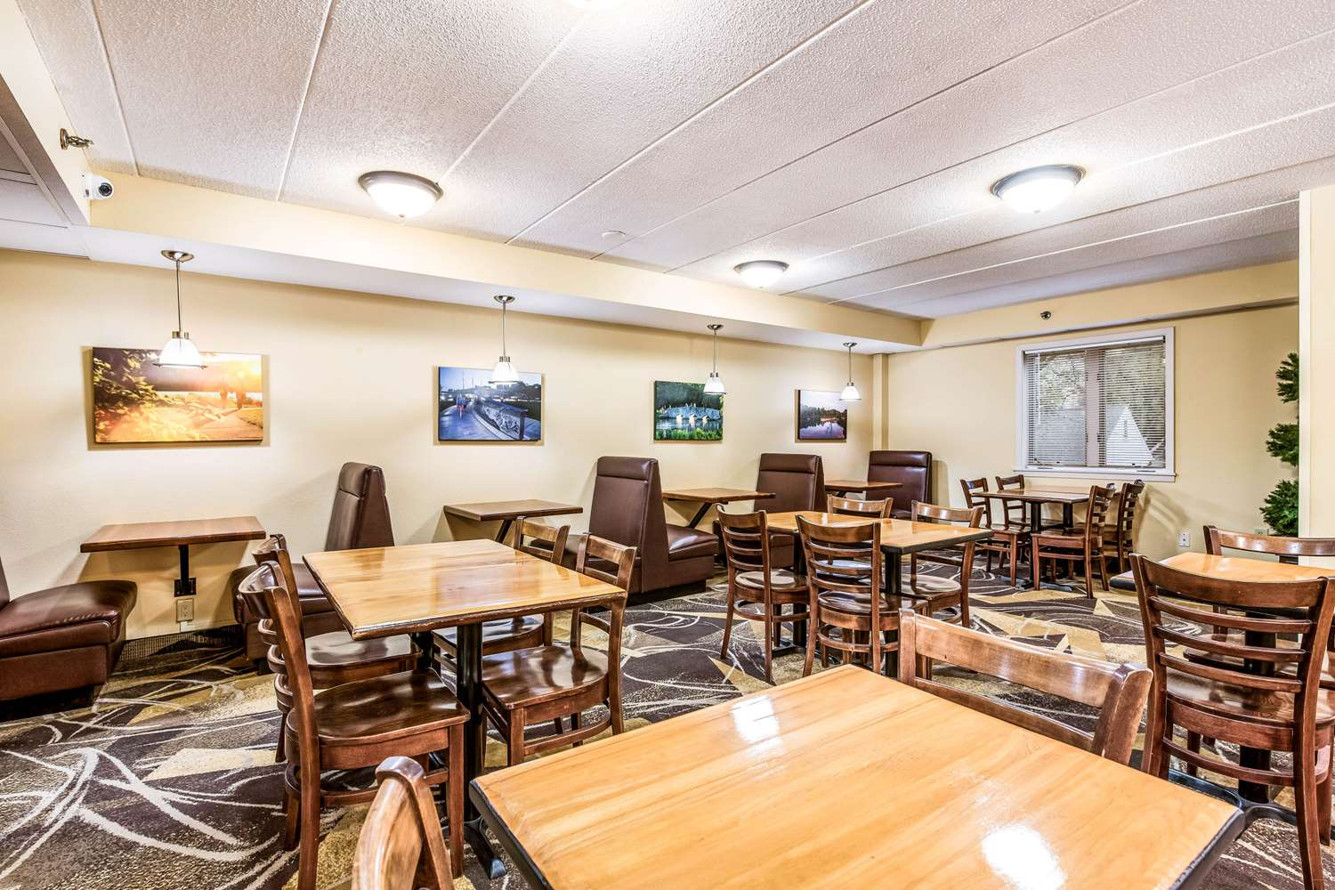 Restaurant - Econo Lodge South Rochester