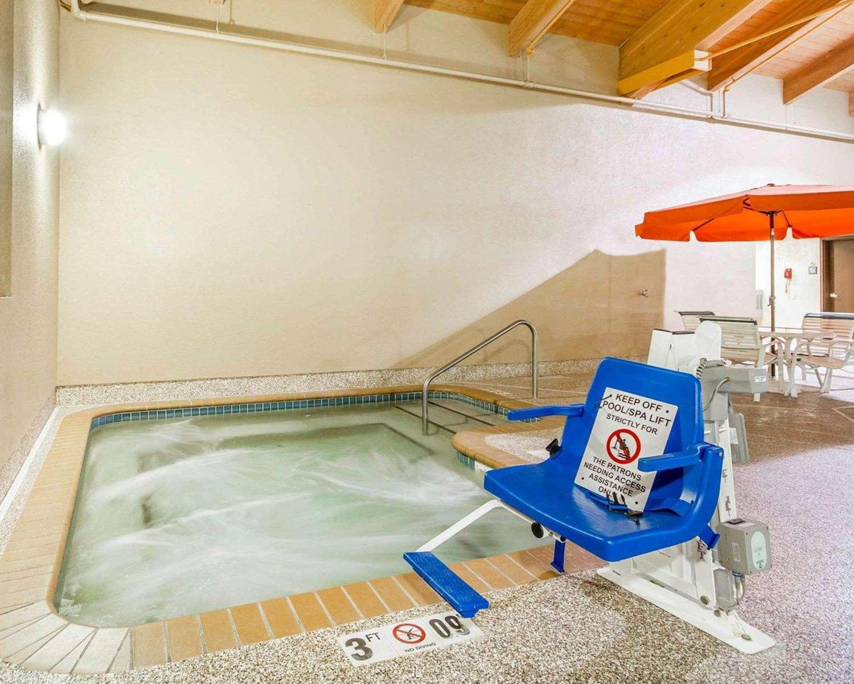 Pool - Comfort Suites Ramsey