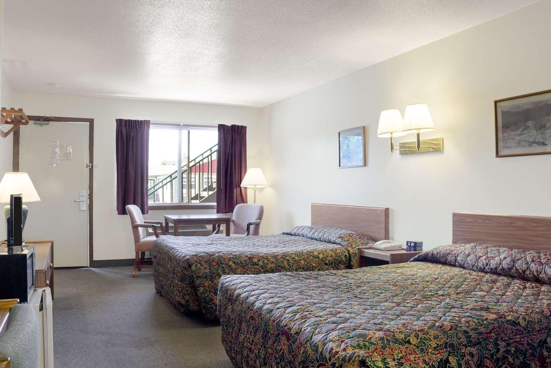 Room - Rodeway Inn Pine River