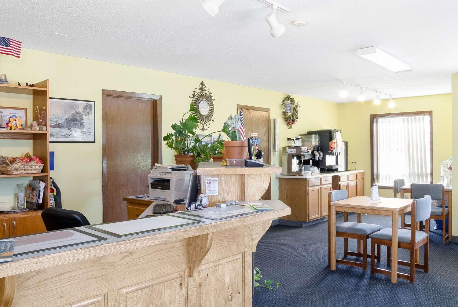 Lobby - Rodeway Inn Pine River
