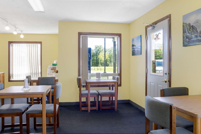 Restaurant - Rodeway Inn Pine River