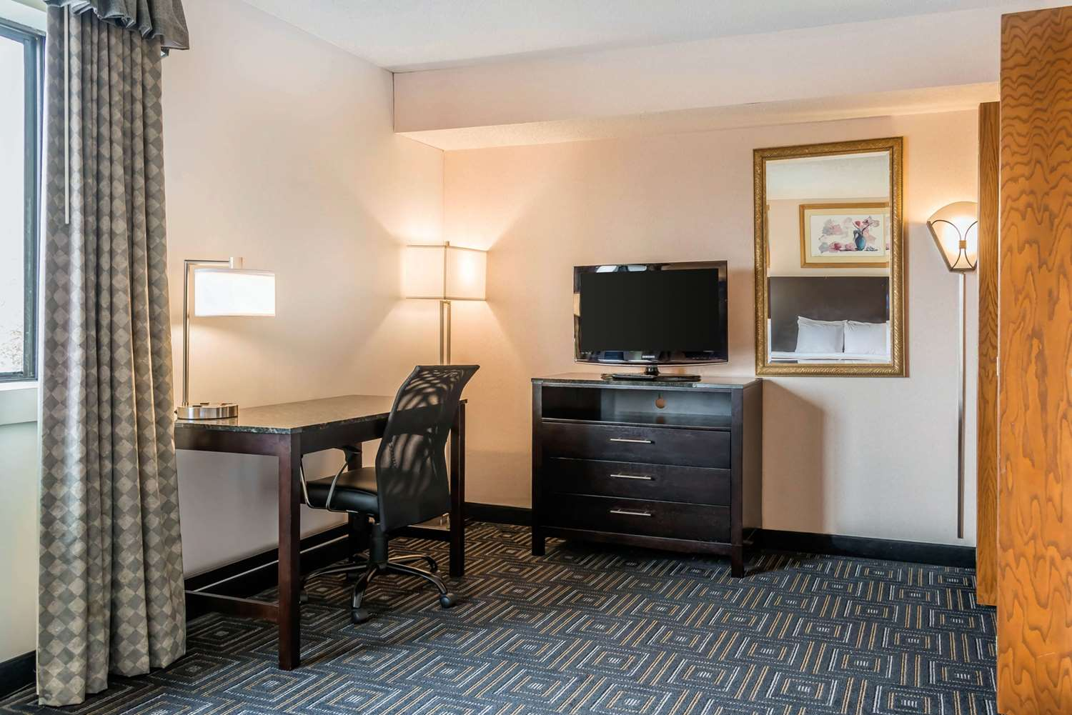 Suite - Quality Inn & Suites Minneapolis Airport Bloomington