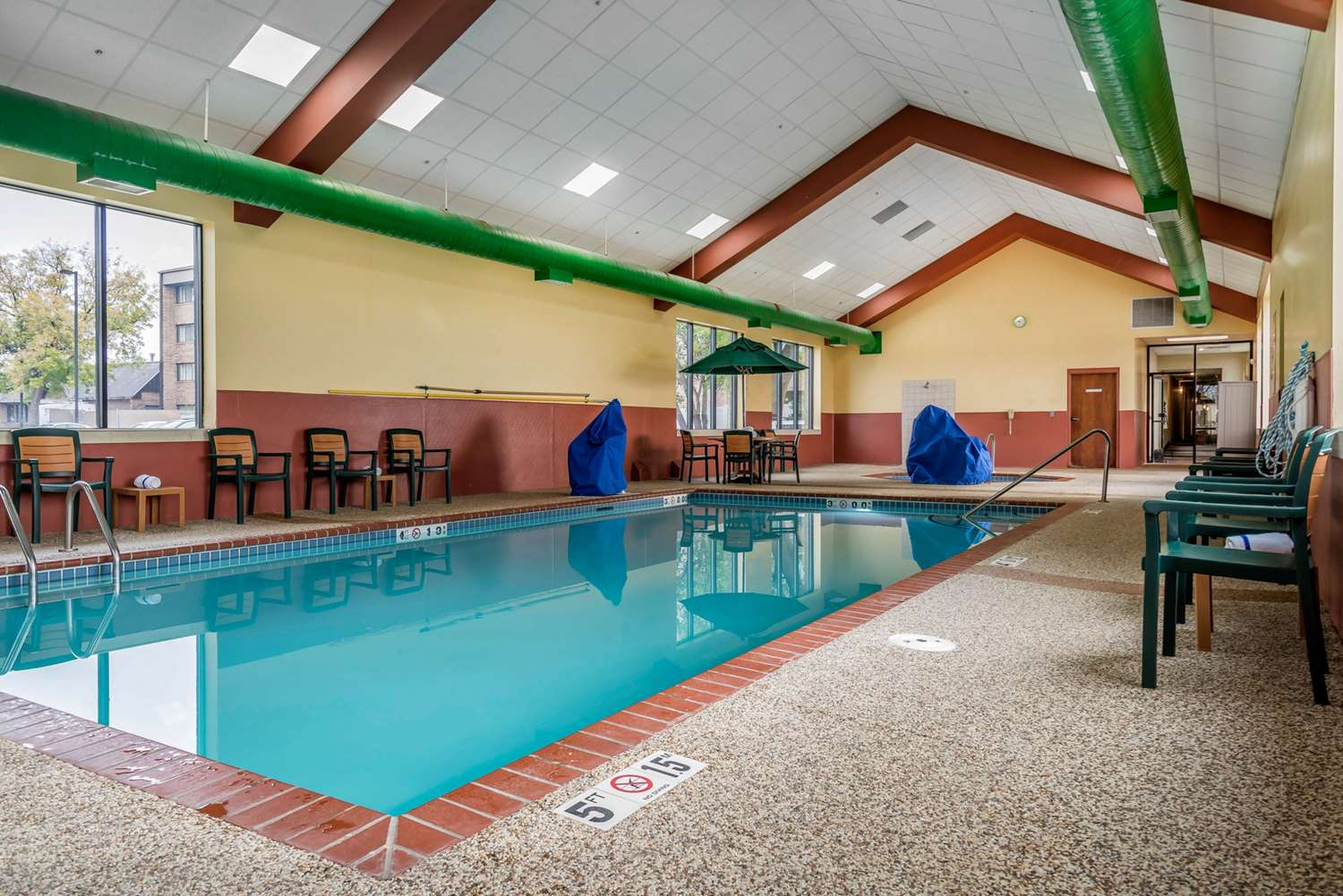 Pool - Quality Inn & Suites Minneapolis Airport Bloomington