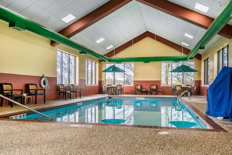 Pool - Quality Inn & Suites Minneapolis Airport Bloomington