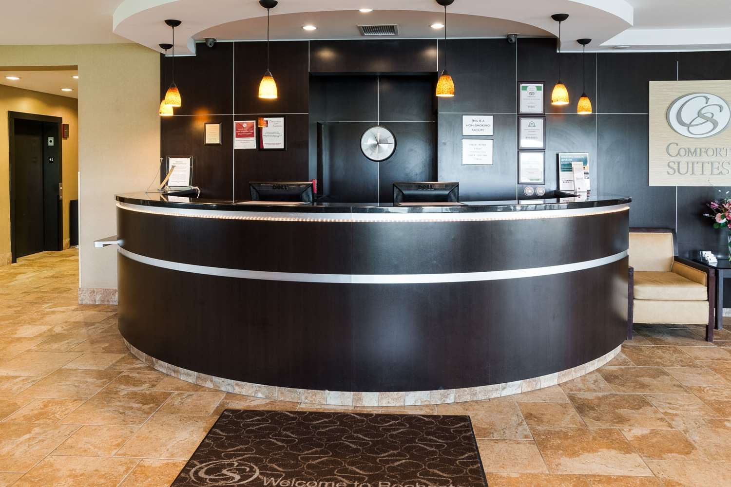Lobby - Comfort Suites Airport Rochester