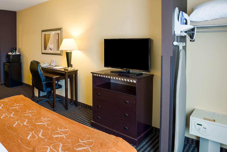 Room - Comfort Suites Airport Rochester