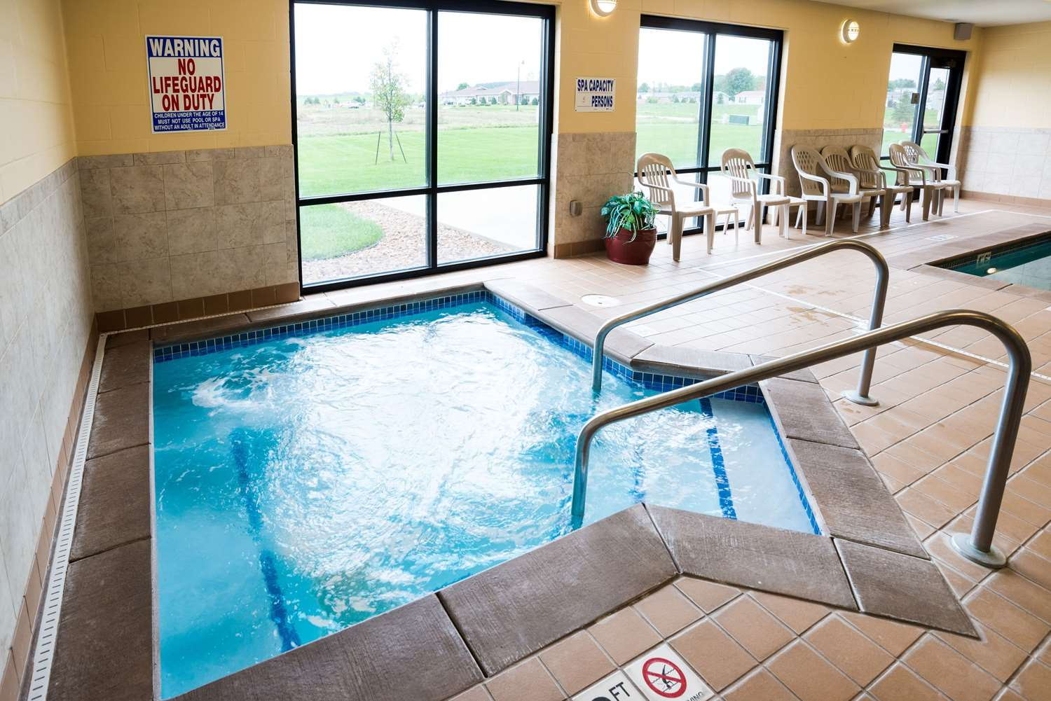 Pool - Comfort Suites Airport Rochester