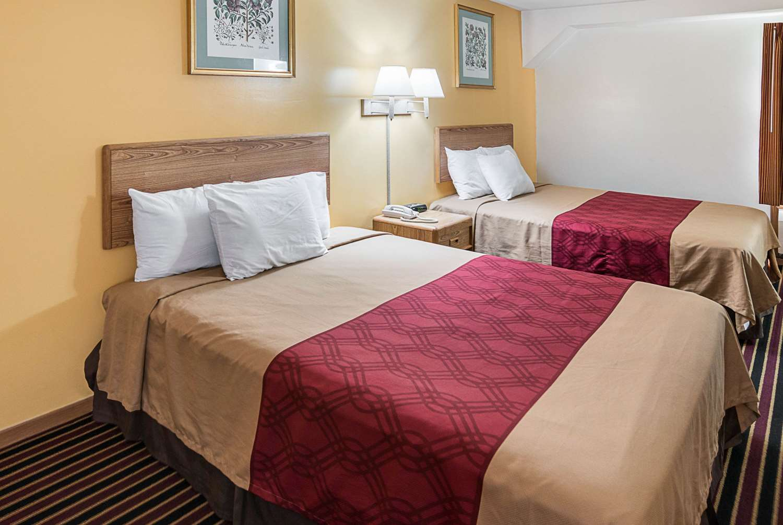 Room - Rodeway Inn & Suites Austin