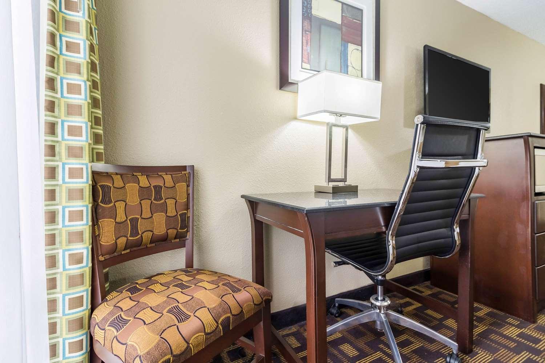 Room - Quality Inn & Suites Arden Hills