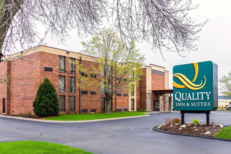 Exterior view - Quality Inn & Suites Arden Hills