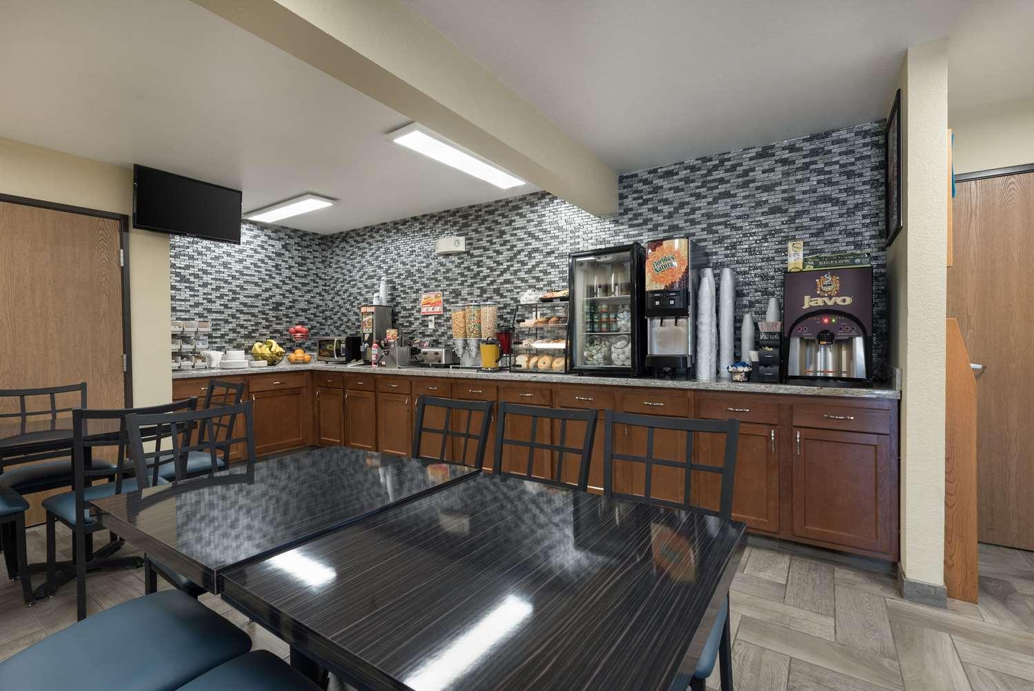 Restaurant - Econo Lodge New Ulm