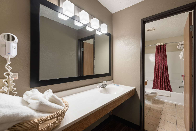 Suite - Econo Lodge New Ulm