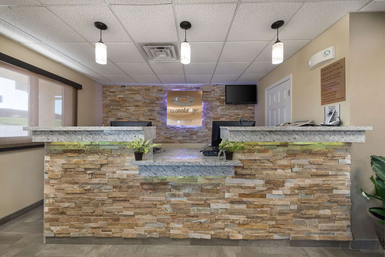 Lobby - Econo Lodge New Ulm