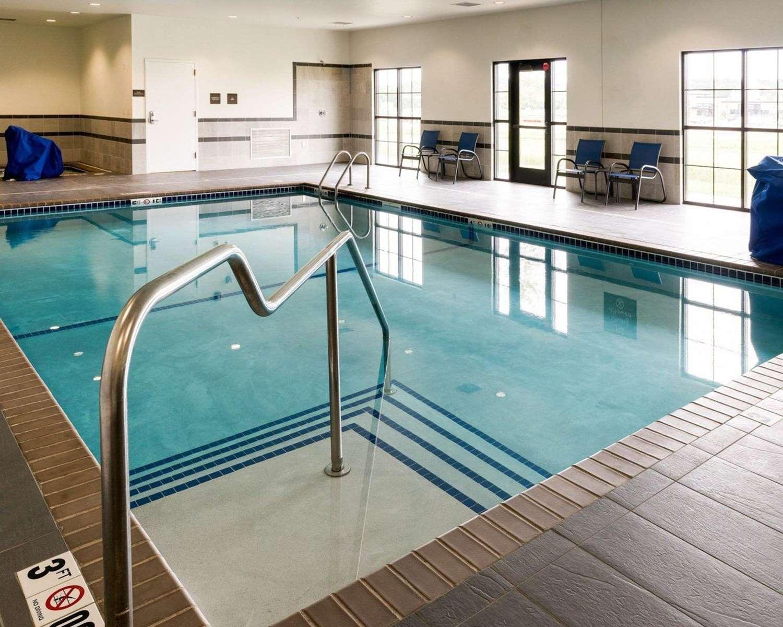 Pool - Comfort Inn & Suites Rochester