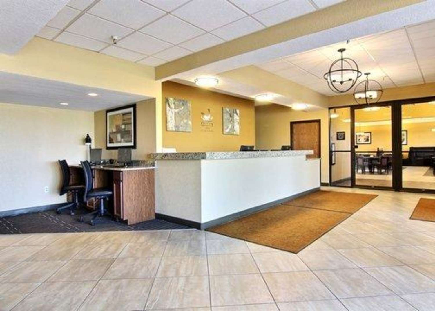 Lobby - Quality Inn Thief River Falls