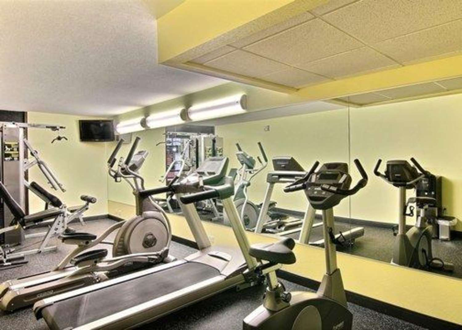 Fitness/ Exercise Room - Quality Inn Thief River Falls