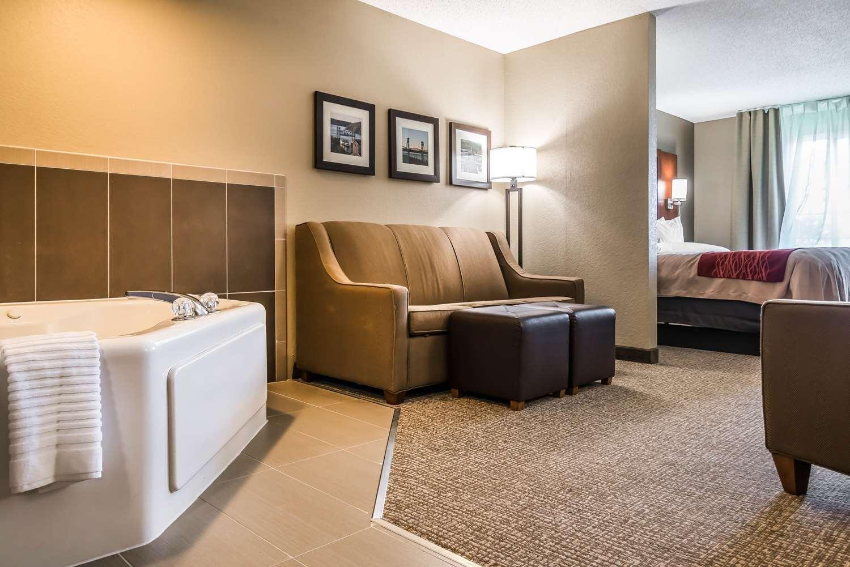 Comfort Inn & Suites Stillwater, MN - See Discounts